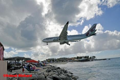 Maho beach aircraft landing